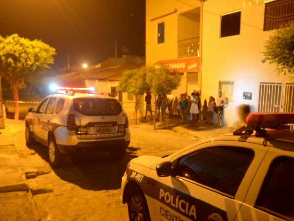 Foto da cena de sangue compartilhada pelo WhatsApp. Um homicídio foi  registrado na noite desta sexta-feira ... 5c70678355